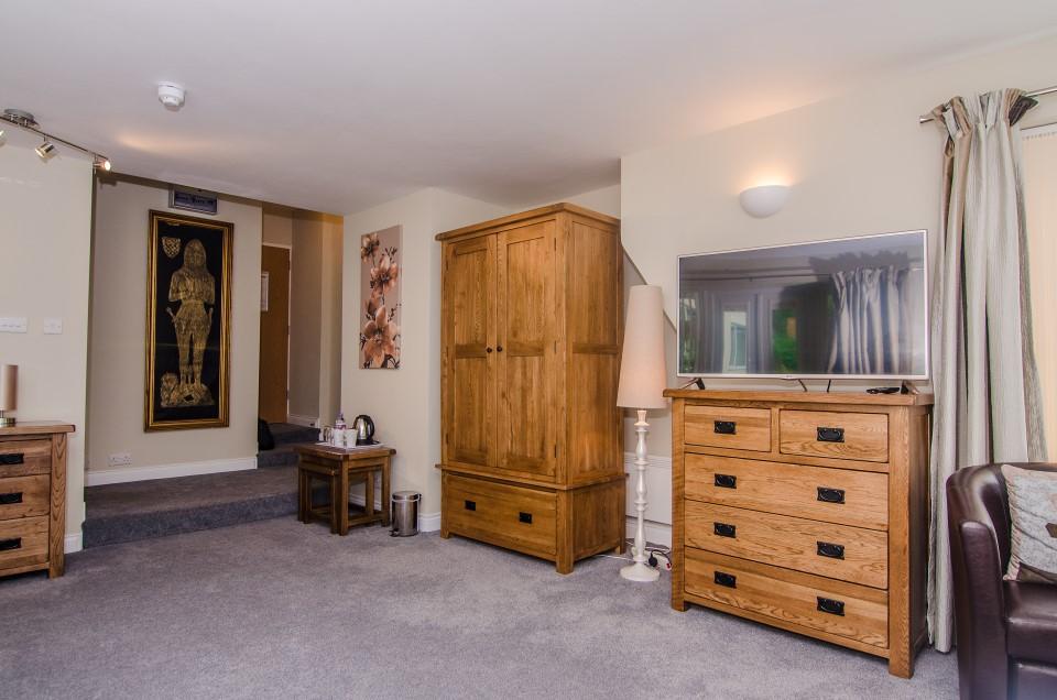 royal lodge room 5